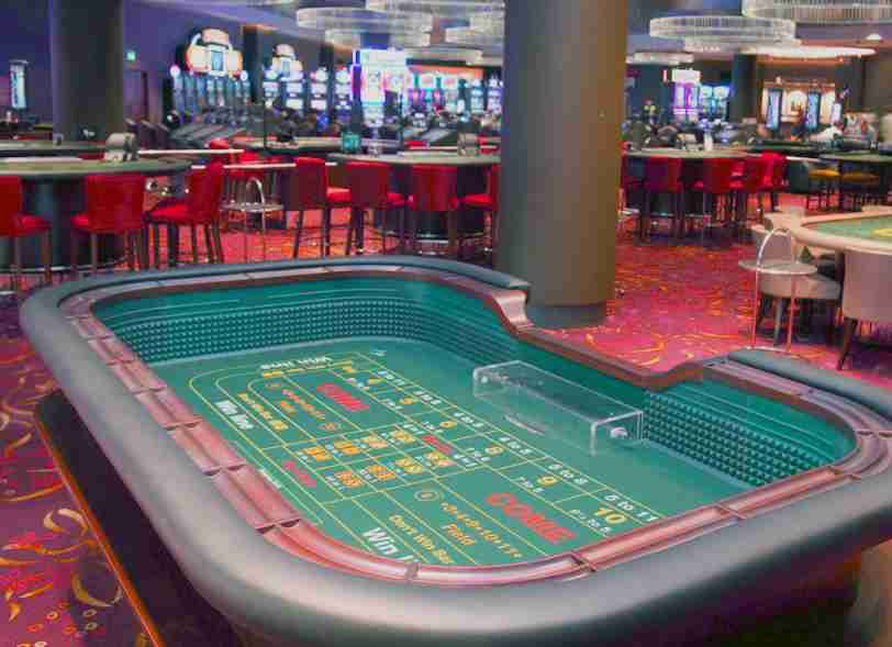 play casino table games